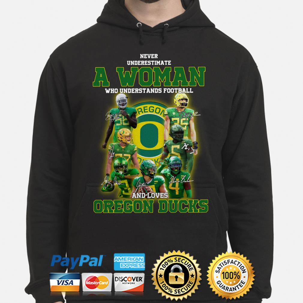 Never underestimate a woman who understands football and loves Oregon Ducks Hoodie
